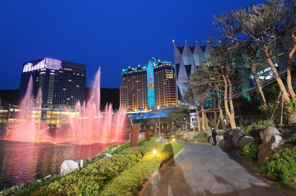 Relatives of AmorePacific's Chairman Suspected of Being Favorited in Kangwon Land Casino Procurement Placement Process